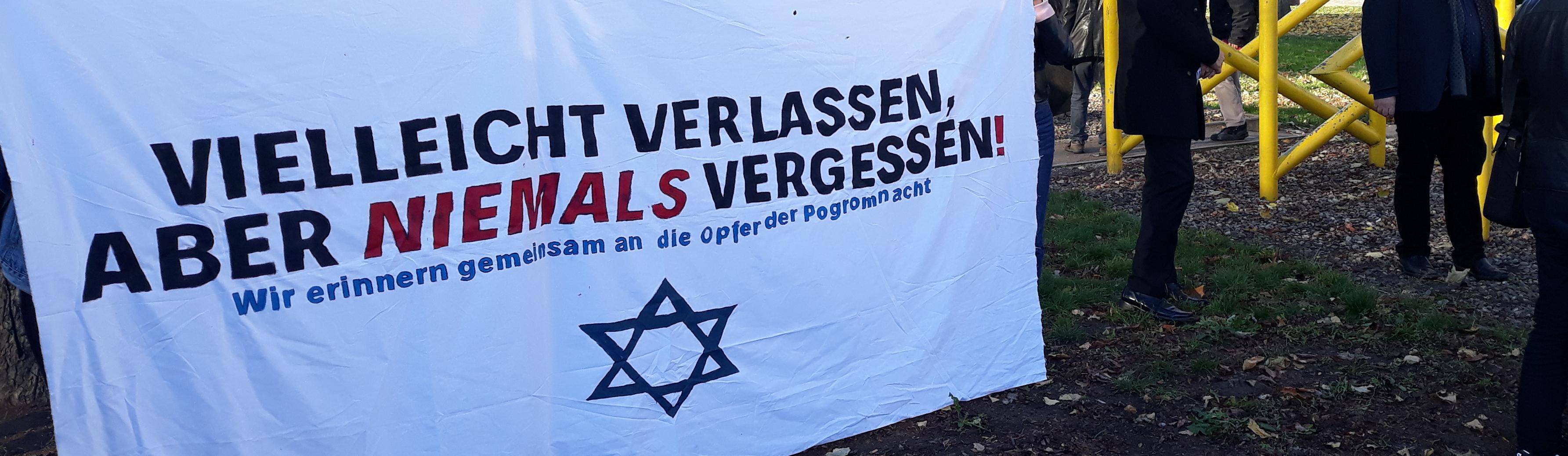 400 Menschen gedenken der Opfer der Pogromnacht in Dorstfeld